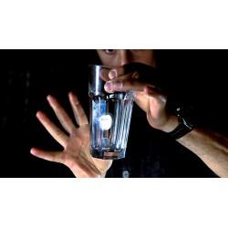 Pièce à travers le verre - Capsule à travers la bouteille